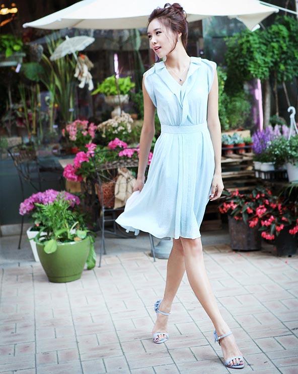 Với phần thân trên thiết kế đơn giản kết hợp phần chân váy rủ xòe tự nhiên giúp bạn trở nên cân đối hơn