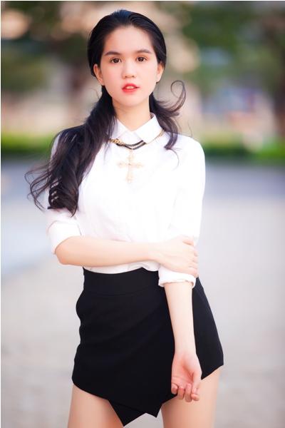 ngoc-trinh-khoe-dang-trong-thiet-ke-moi (4)