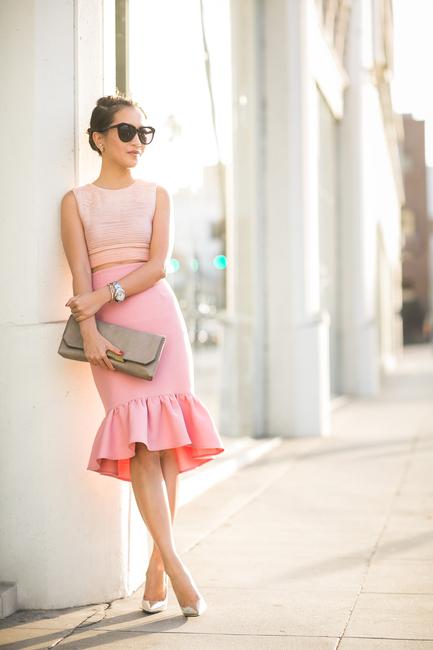 Chân váy đuôi cá quá đỗi nữ tính và thanh lịch cực kì phù hợp cho những ngày cuối tuần cần nổi bật hơn bình thường