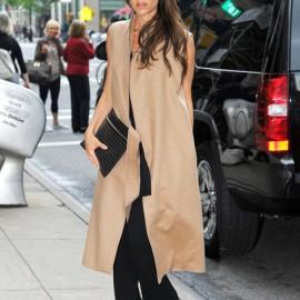 Hình ảnh Vic với chiếc áo long vest màu camel khiến hàng triệu tín đồ thời trang trầm trồ.