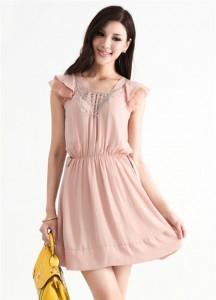 Váy liền voan hồng nhẹ nhàng dạo phố