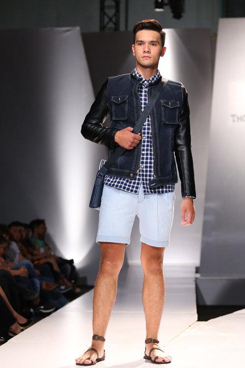 Một mẫu nam với trang phục dạo phố trẻ trung, năng động.
