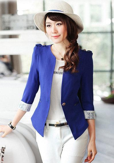 Dạng áo vest được tô điểm chi tiết peplum tôn lên vẻ đẹp nữ tính của người mặc.