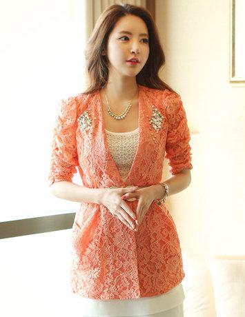 Sự đa dạng trong thiết kế, chất liệu và màu sắc giúp vest nữ đã và đang trở thành một trong những trang phục được nhiều quý cô lựa chọn trong mùa thu – đông năm nay.