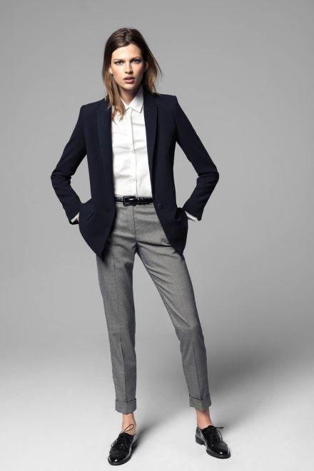 Phong cách diện đồ menswear đã mang một hơi thở một hình ảnh mới mẻ cho phái đẹp. Các quý cô có thể lựa chọn cho mình một chiếc vest theo phong cách này và làm mới mình khi thu về.