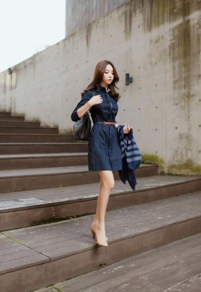 Váy liền công sở bằng chất liệu kaki vừa thoải mái, vừa năng động lại rất mốt.
