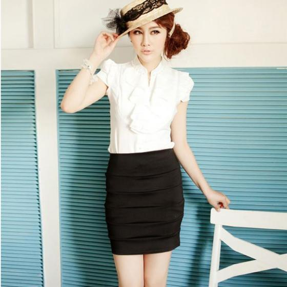 Chân váy kết hợp với áo sơ mi công sở là lựa chọn thích hợp nhất khiến nàng công sở luôn tự tin