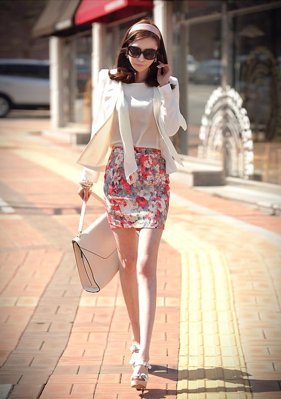 Những chiếc chân váy bút chì hoa xinh xắn, bắt mắt sẽ khiến các nàng mê mẩn