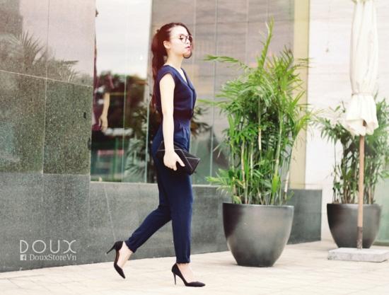 Jumpsuit mang đầy đủ vẻ đẹp hiện đại, thanh lịch mà mọi cô gái mong muốn ở một bộ trang phục