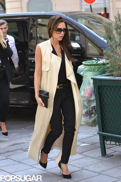 Áo long vest giản đơn với quần và giày cao gót cho các nàng công sở những ngày giao mùa hoàn hảo từ trong ra ngoài.